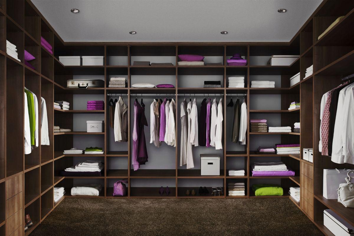 Wykorzystaj każde miejsce na swojej ścianie dzięki szafom na wymiar.