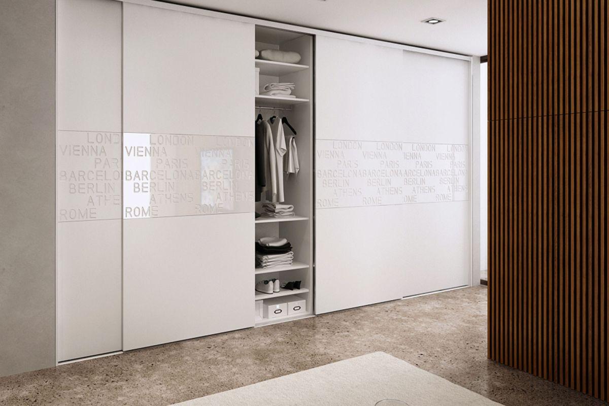 Nowoczesna szafa czy garderoba to coś wartego uwagi. Pozbyj się starych i brzydkich szaf i wybierz coś co będzie funkcjonalne i stylowe.