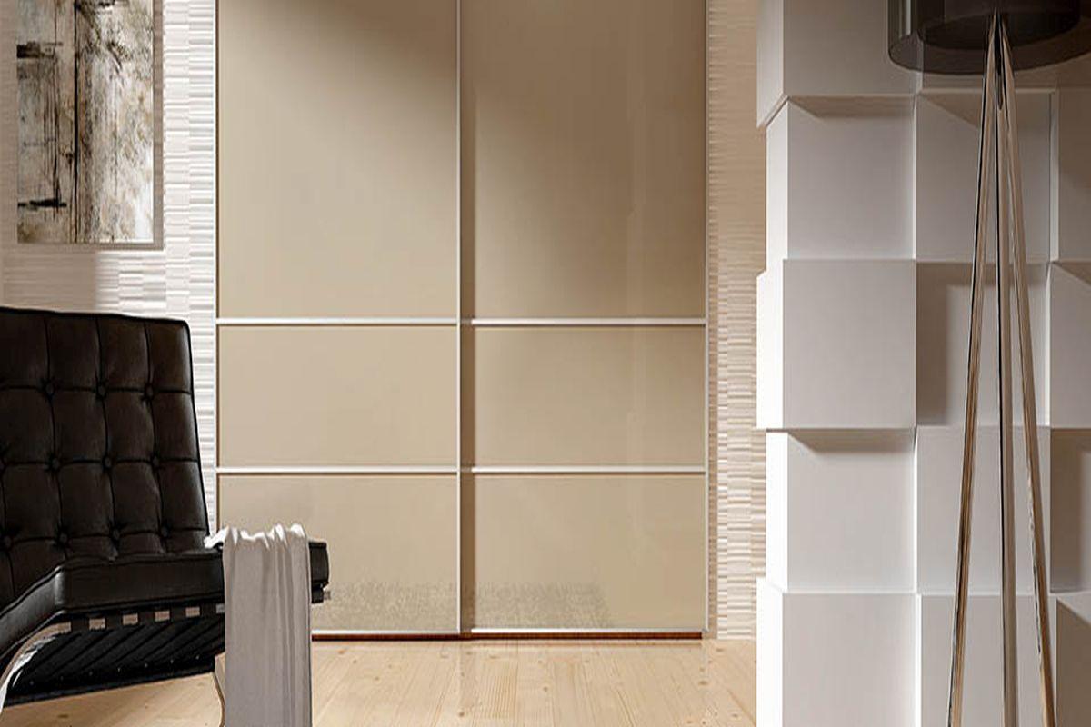 Jak wykorzystać wolną przestrzeń? Na przykład zabudowując szafę lub wnękę.